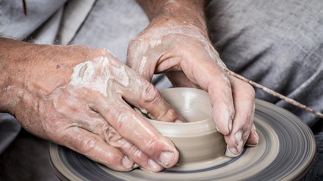 výroba keramického nádobí