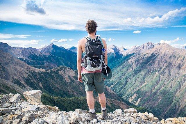 cestovatel v horách