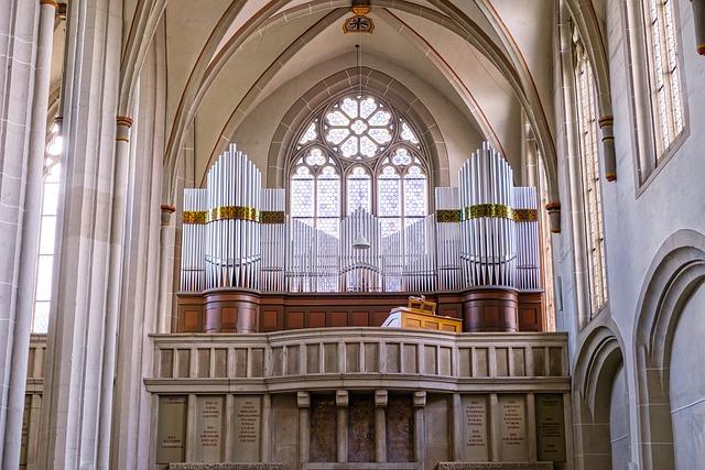 kostel s varhany