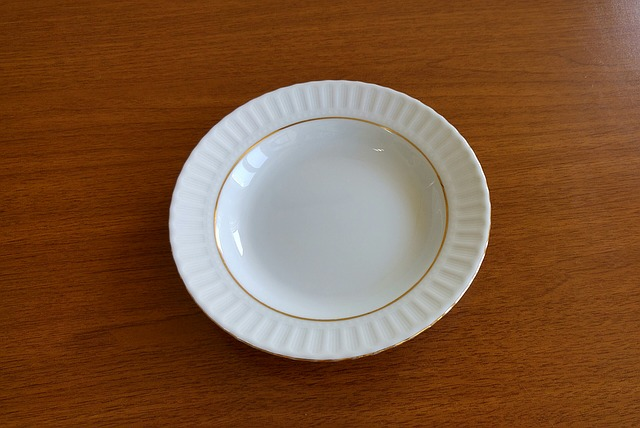porcelánový talíř