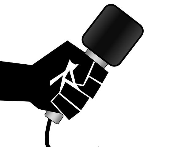 mikrofon v ruce
