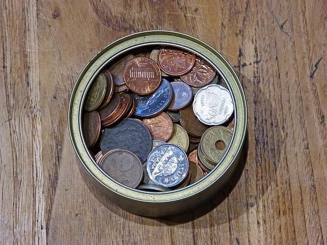 mince v plechovce