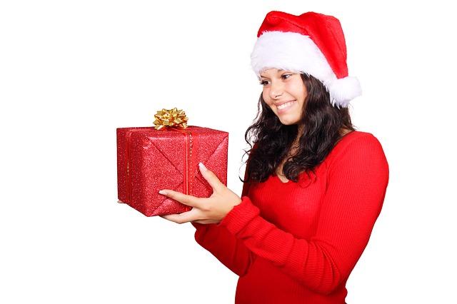holka s dárkem