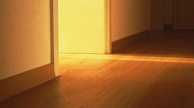 světlo na parketách