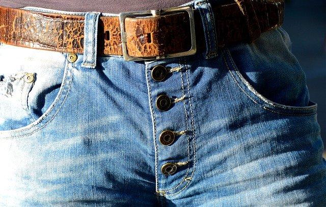 pásek a džíny