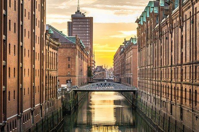 řeka v Hamburku.jpg