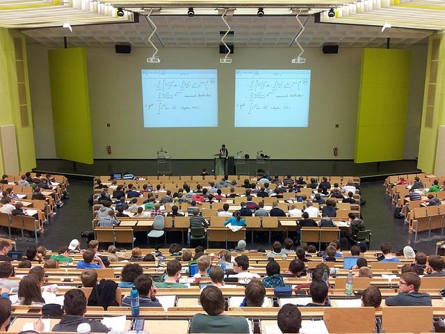 univerzitní přednáška.jpg