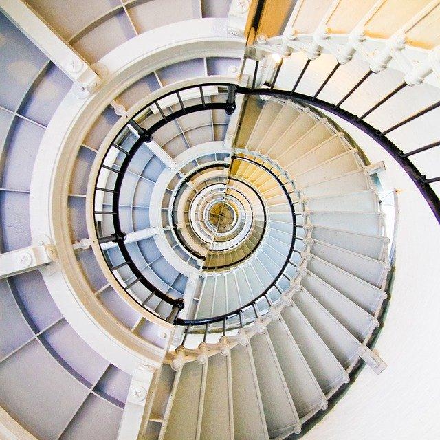 šnekovité schodiště.jpg