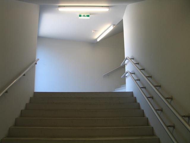 stěhování věcí po schodech.jpg