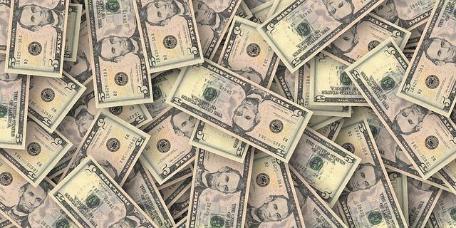 dolarové bankovky.jpg